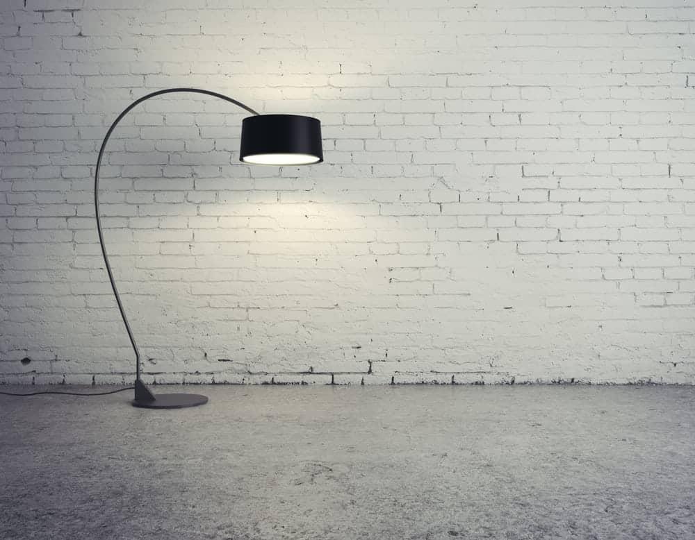 sort standerlampe