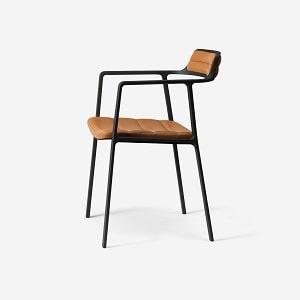 Cognac farvet Vipp spisebordsstol med armlæn